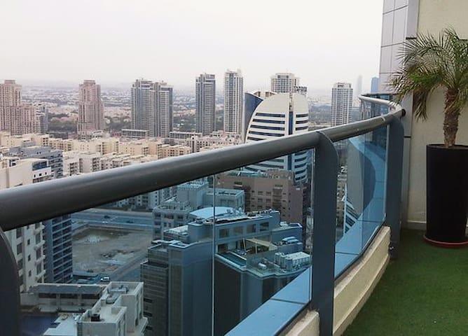 Stunning 1 BR in Barsha Heights - Dubai - Apartemen