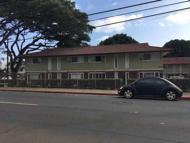 Private room (Queen) Waipahu--centrally located!!! - Waipahu - Reihenhaus