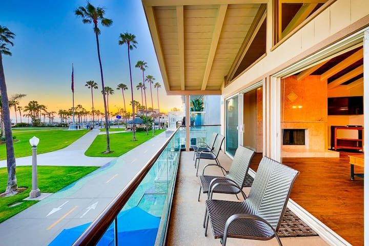 20% OFF AUG - Fantastic Location by Balboa Pier Park, Spacious +Walk to All
