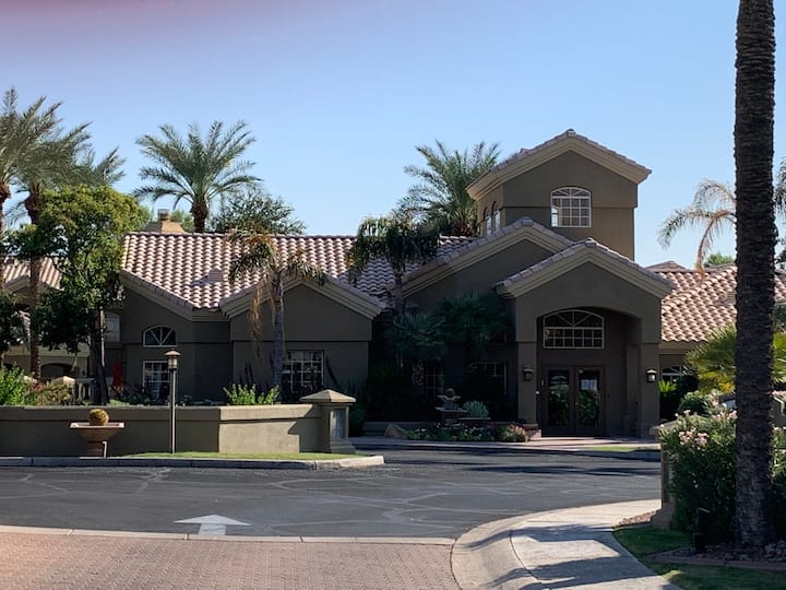 Splendid Scottsdale Condominium