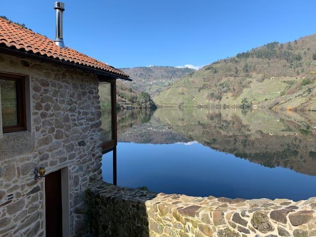 Casa exclusiva en el río Miño. Ribeira Sacra
