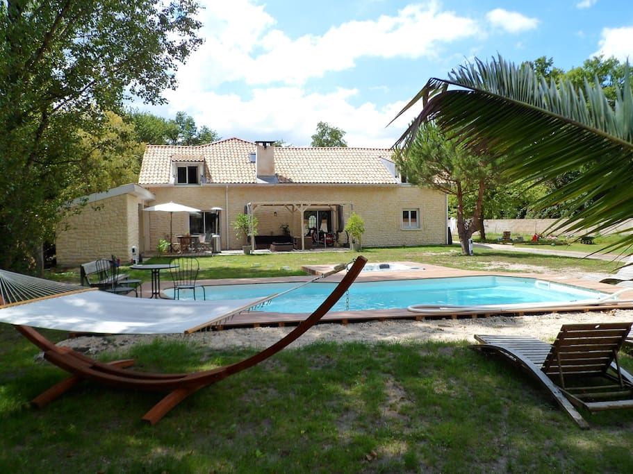 Campagne jacuzzi piscine bien tre houses for rent in for Piscine merignac