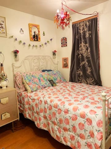 Eclectic Room in South Philly+ FREE STREET PARKING