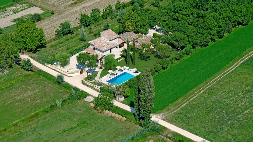 Holiday home with pool and Jacuzzi - Ferentillo