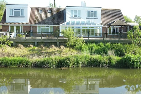 Winchelsea Beach River Front Holiday Annex - East Sussex - Hus