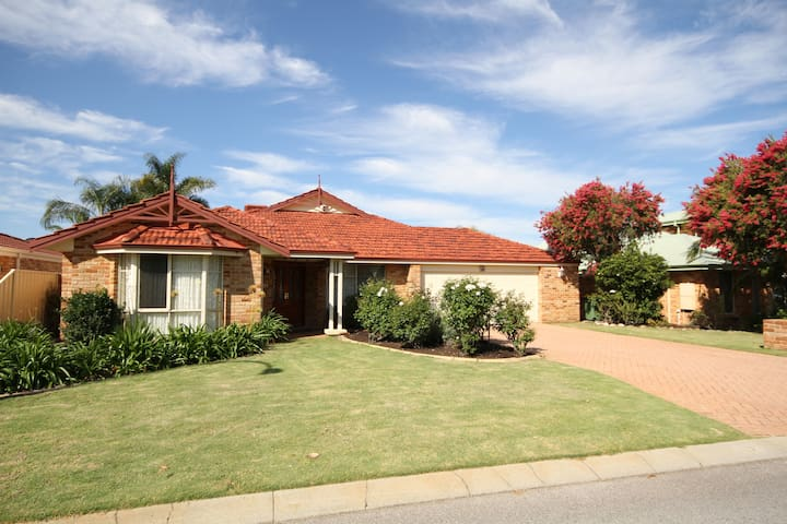 Parkview Residence (Free Wi- Fi) - Canning Vale - House