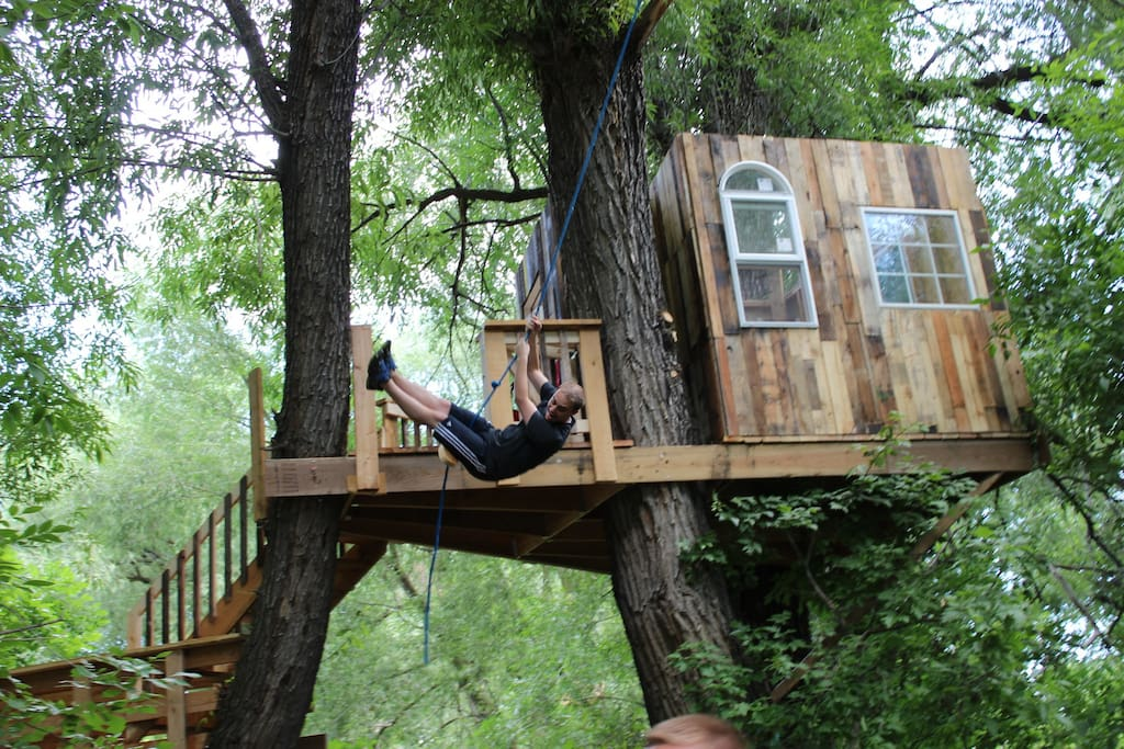 Tree house and rope swing available to guests