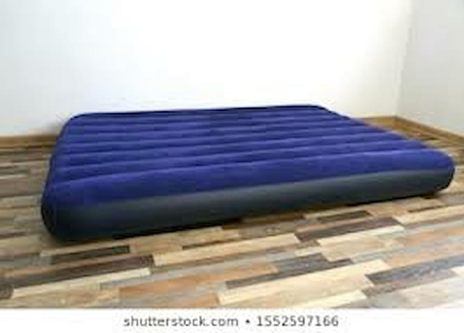 Comfy Air Mattress 4-2-4 Mardi Gras Breakfast Incl