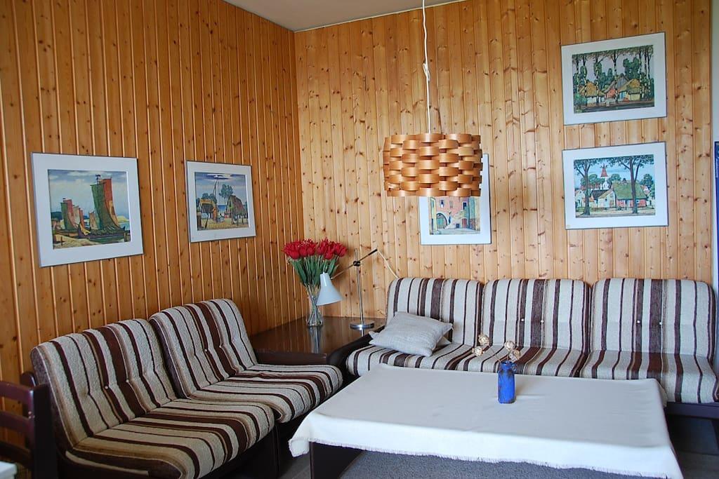 Wohnzimmer im 70er Jahre Stil