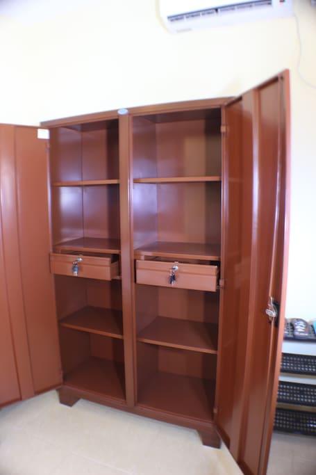 Spacious almirah (wardrobe closet) with 2 separate locking drawers