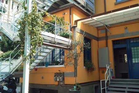 Two floor free parking & bikes - Milano
