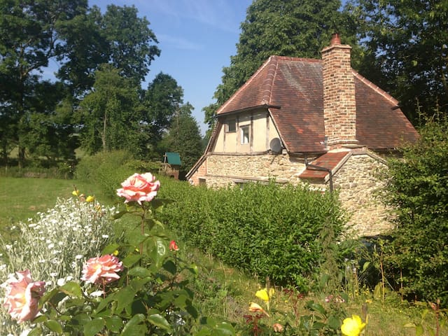 Lovers Cottage with Hot Tub - Herefordshire - House