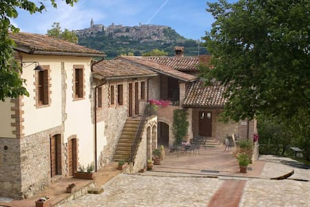 Agriturismo Casale delle Lucrezie - Todi