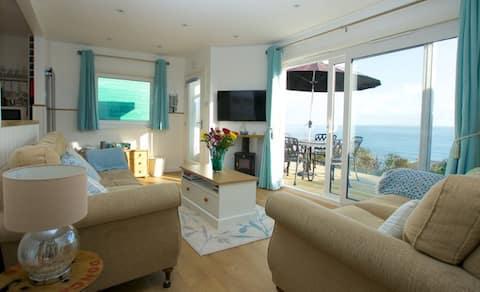 Seaglass. Beautiful cabin with fantastic sea views
