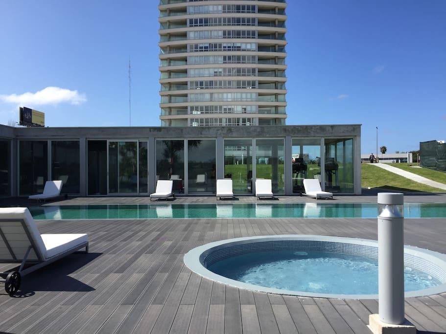Great 2 bedroom apt in carrasco appartementen te huur for Bar living montevideo