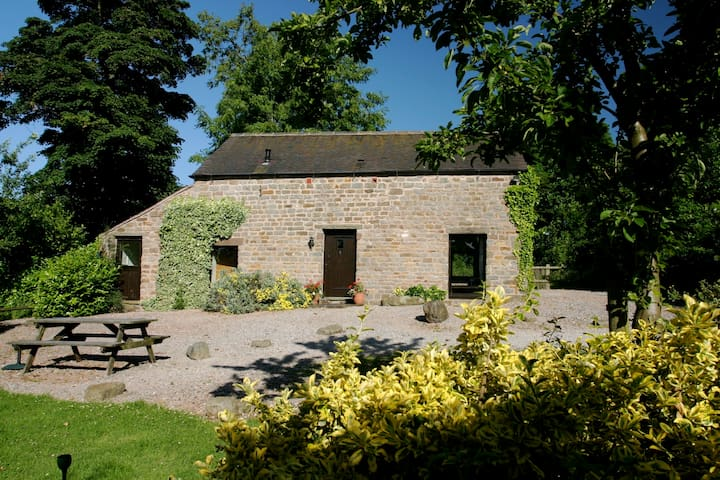 5* STUNNING BEAMED LUXURIOUS BARN - Leek - Hus