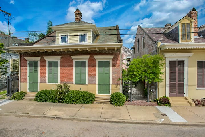 Charming 1 Bedroom Hideaway In Treme Cottage Apartments