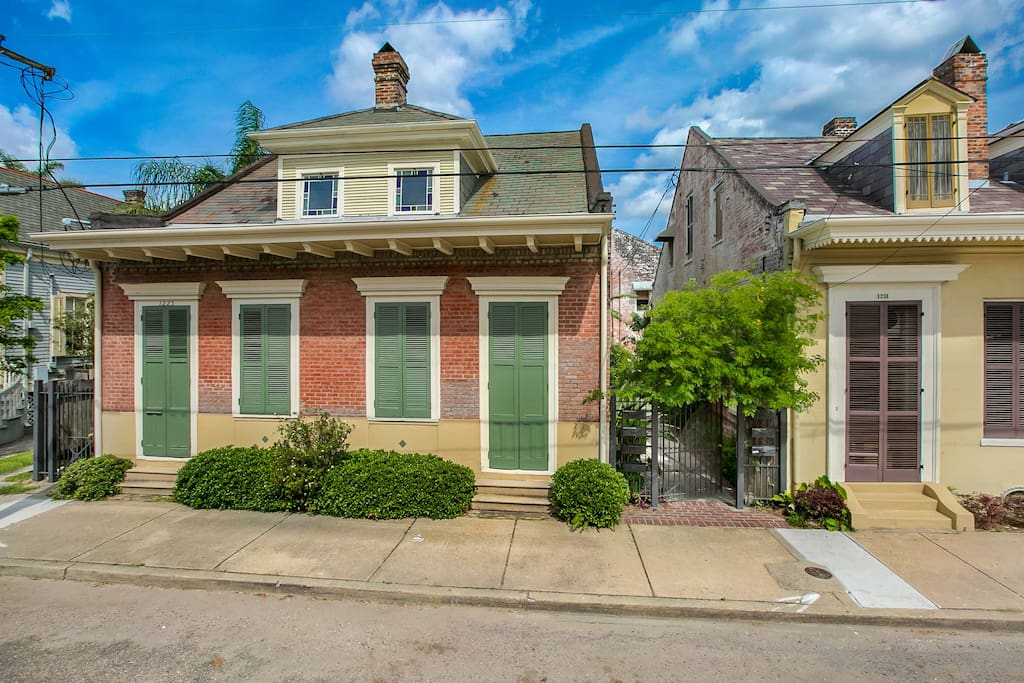 Charming 1 Bedroom Hideaway In Treme Cottage Apartments For Rent In New Orleans Louisiana