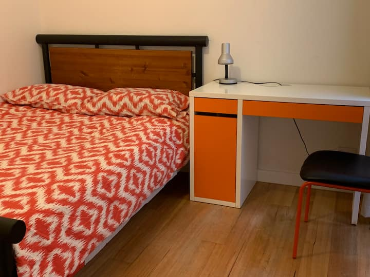Double room in new townhouse, trams at doorstep