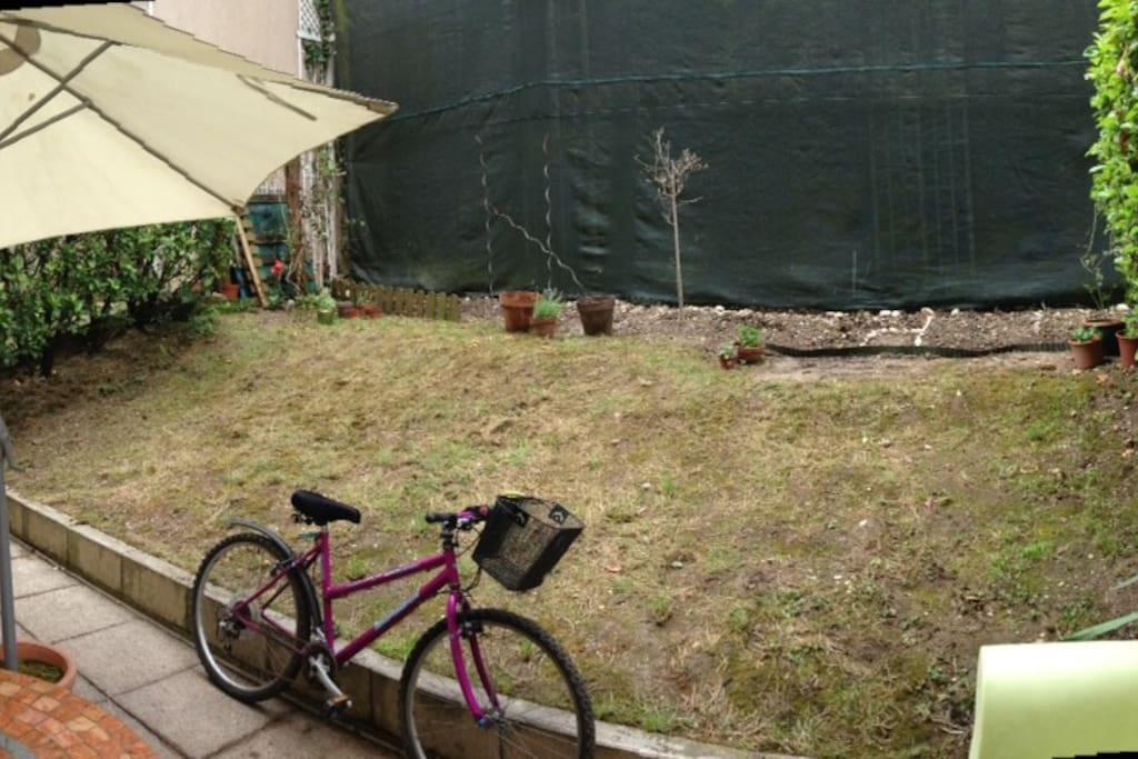 Jardin au calme côté colline