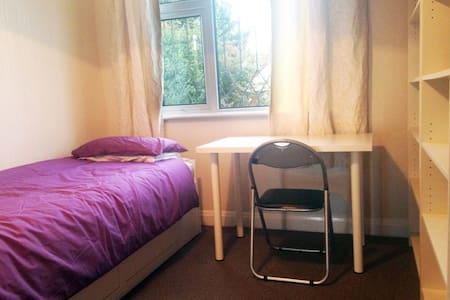 Single/Double room in Leeds