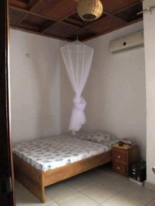 Chambre calme et équipée (clim, sdb, femme de ménage)
