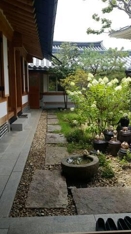 안채B-전주한옥마을 전통한옥 사랑나무/조식,신축,개별욕실, 무료WIFI ,개별냉난방