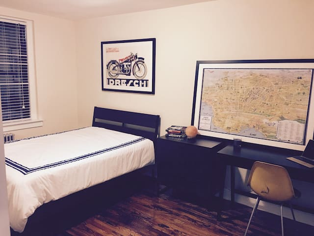 Clean private room in safe area near Manhattan