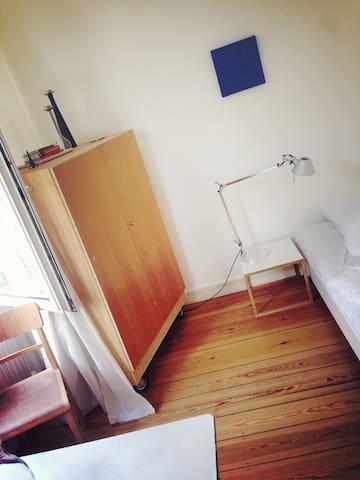 Gästezimmer. Zentral, ruhig & hell