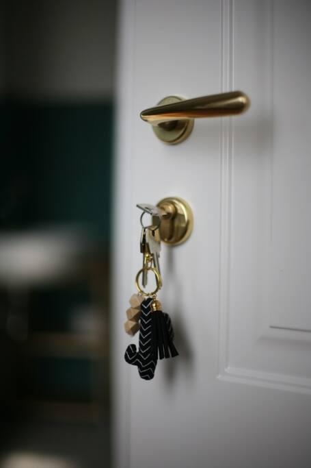 Avrete a disposizione le chiavi per la camera, l'ingresso privato e il cancello