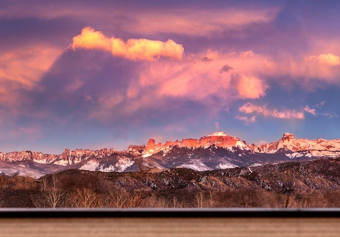 Alpenglow Guesthouse, Ridgway, In Town with Views! - Ridgway