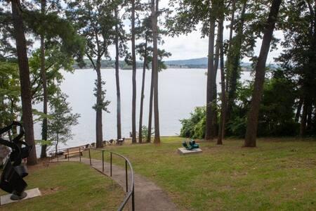 Namaste' Bungalow  King Bed on Lake includes kayak