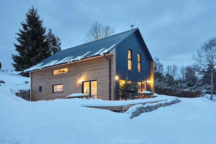 Notre cabane contemporaine à 850m d'altitude