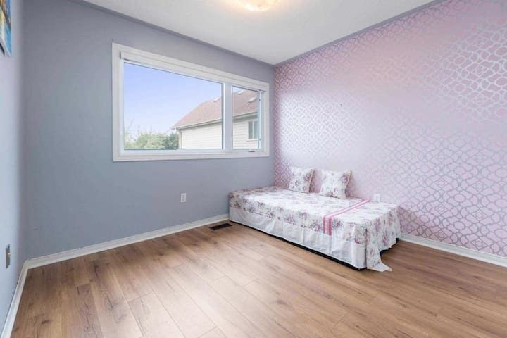 Cozy and spacious private room easily accessible