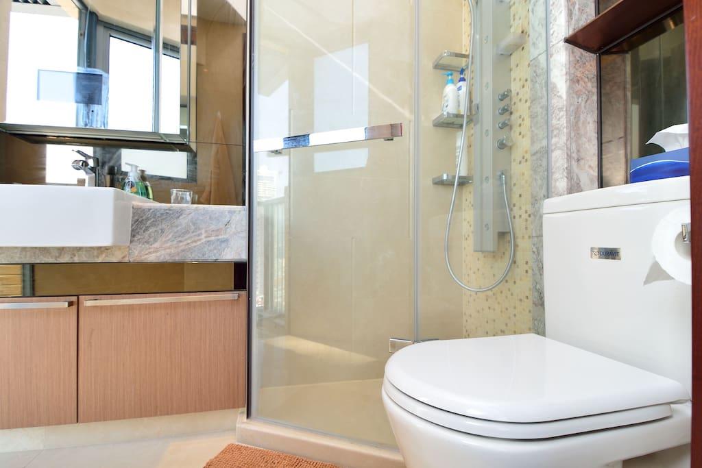 Brand new bathroom facilities with rainshower