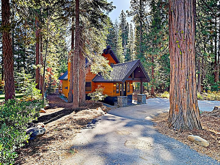 Luxe Cabin with Hot Tub - Near Downtown Tahoe City