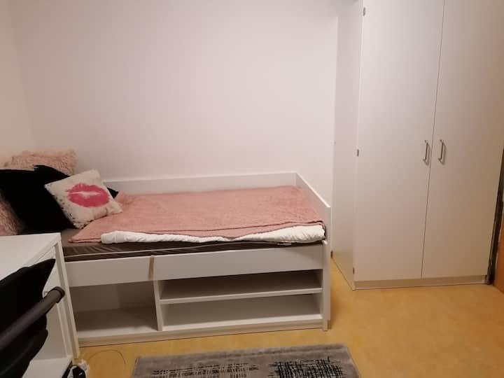 Kleines Zimmer in einem WG