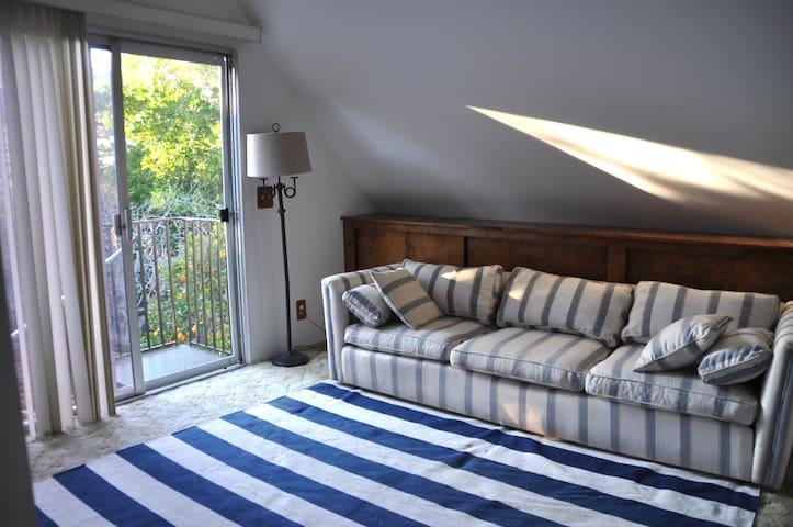Light, airy, peaceful apartment w/ beautiful yard