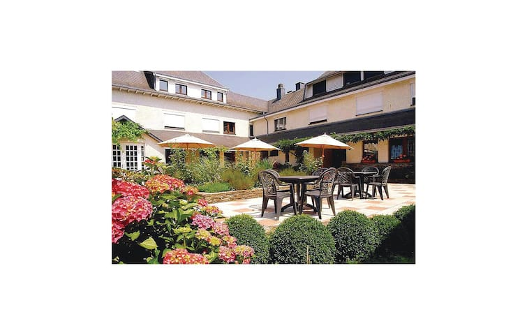 Holiday cottage with 8 bedrooms on 800 m² in Ucimont