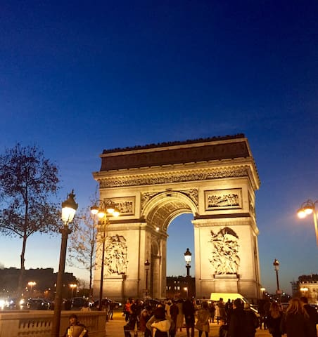 Independent room Champs-Elysees/Arc dTriomphe