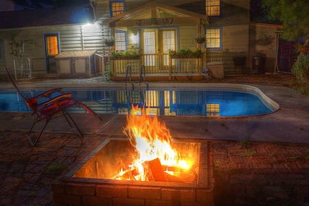 Carbondale Pool House - Snug, Secure and Private