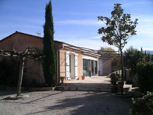 Villa with swimming pool in the heart of Provence - Trets - House