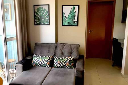 Apartamento acolhedor, decorado e bem localizado.