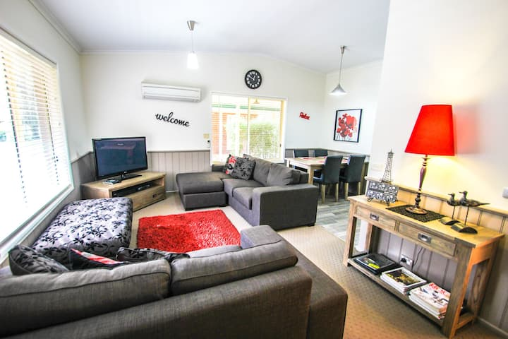 SILVER BIRCHES HOLIDAY VILLAGE - UNIT 9 : Bright