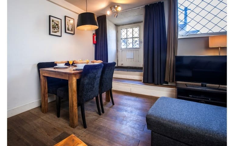 1 Bedroom Apartment for 2 persons in the heart of Amsterdam, close to Centraal Station
