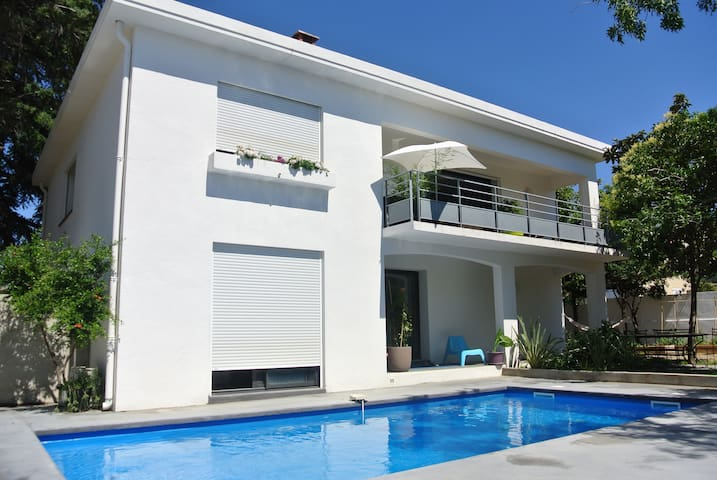 modern villa garden swimmingpool - Toulouges - วิลล่า