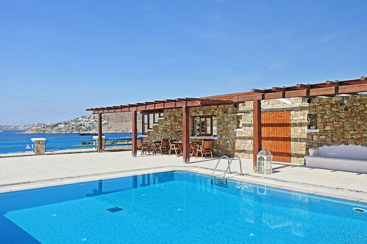 Maganos Frangiska Apt: Stunning views, near beach