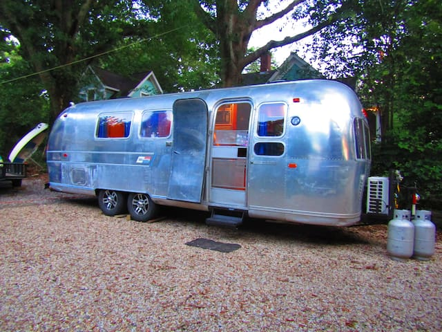 Airstream Camper in Historic Boulevard