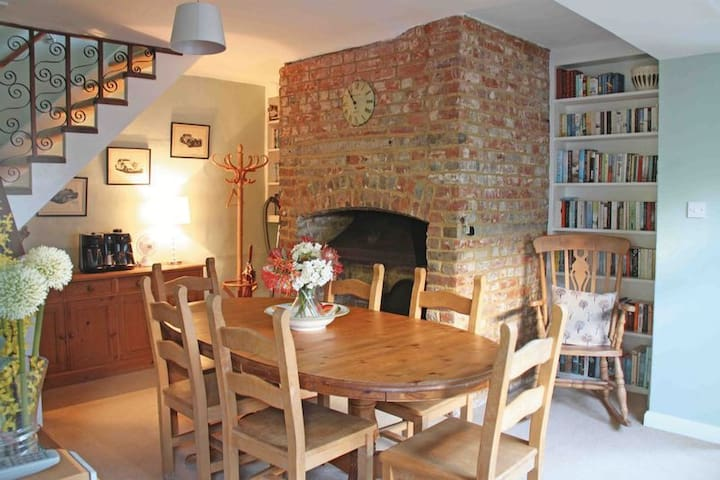 An historic cottage in the heart of Canterbury - Cantuária - Casa