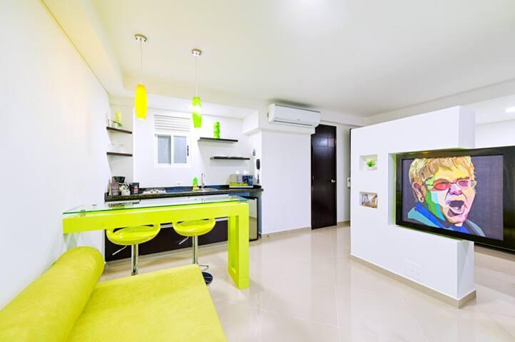 Moderna Suite Pop Art de dos ambientes- Modern two-room Pop Art Suite
